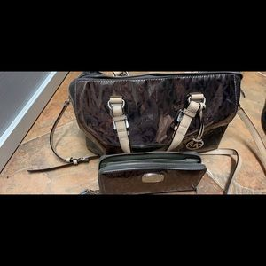 Michael Michael kors crossbody with wristlet